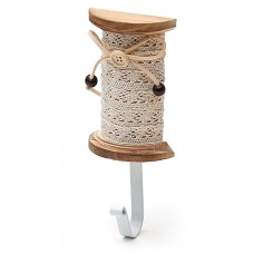 Вешалка-крючок в форме мотка ниток с кружевом